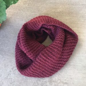 H&M Maroon Knit Infinity Scarf